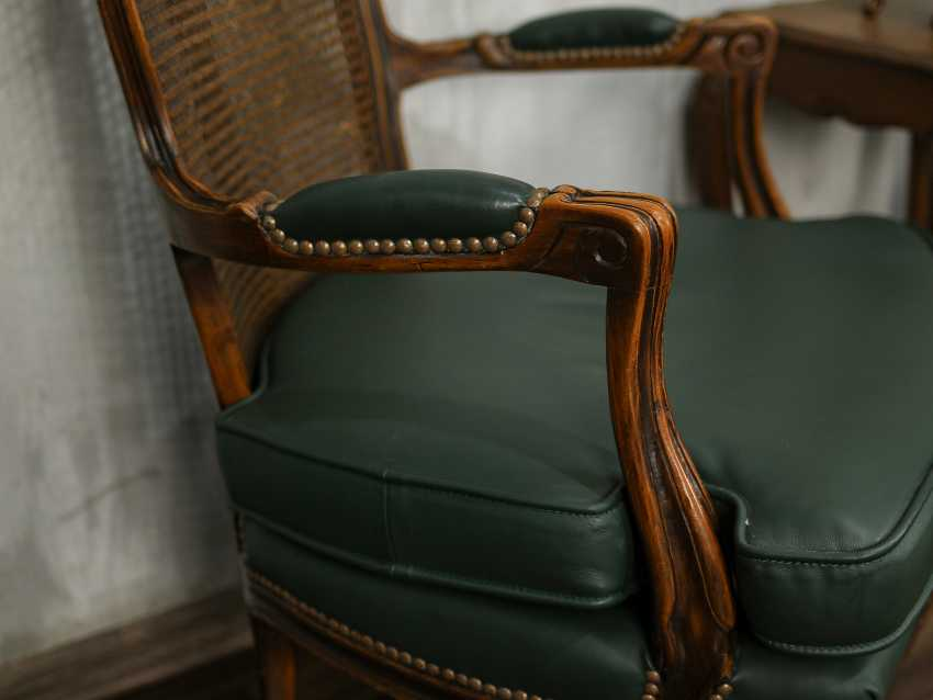 Pair of antique carved armchairs - photo 3