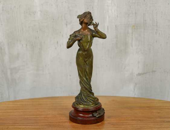 "Antique statuette ""Girl with a flower"" - photo 1"