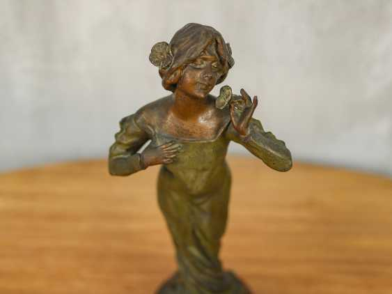 "Antique statuette ""Girl with a flower"" - photo 2"