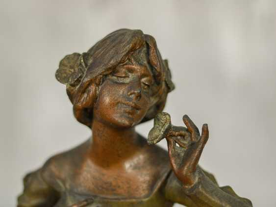 "Antique statuette ""Girl with a flower"" - photo 3"