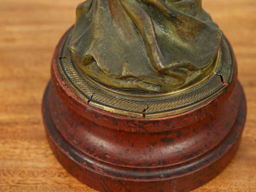 "Antique statuette ""Girl with a flower"" - photo 5"