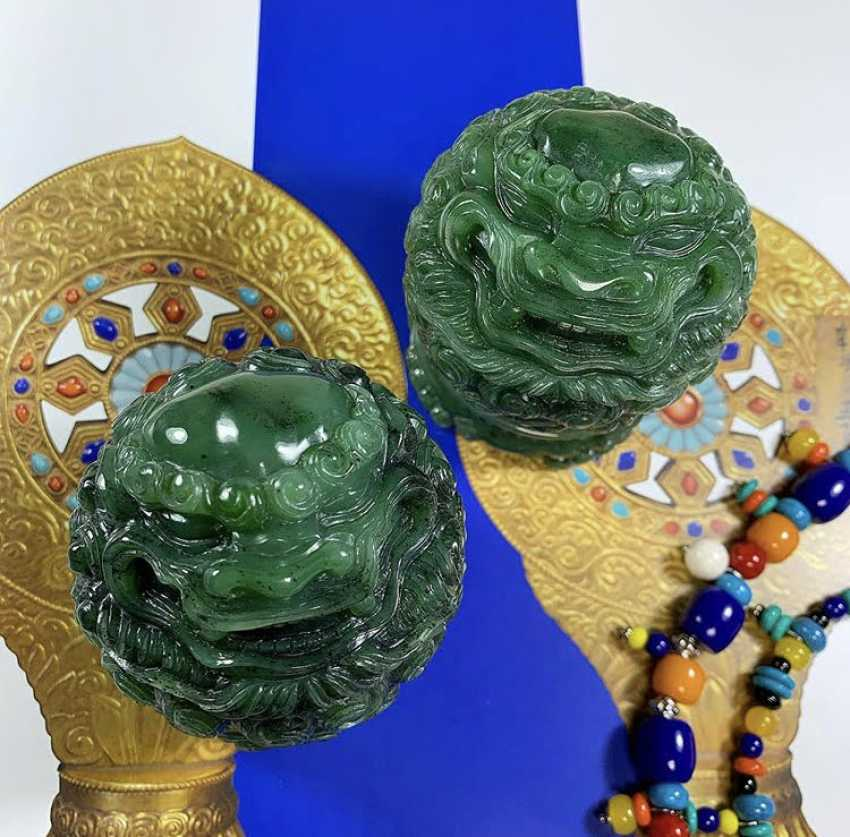 Alexander Tatarov. Zwei Jadelöwen (Nephrit) - Foto 1