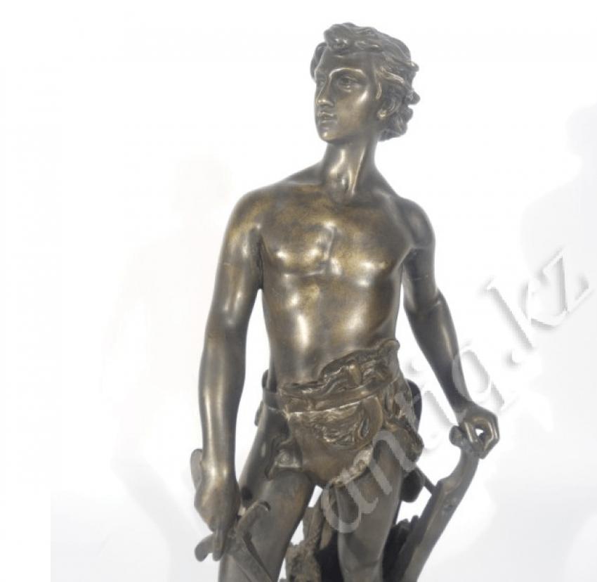 Bronze figure of a warrior - photo 2