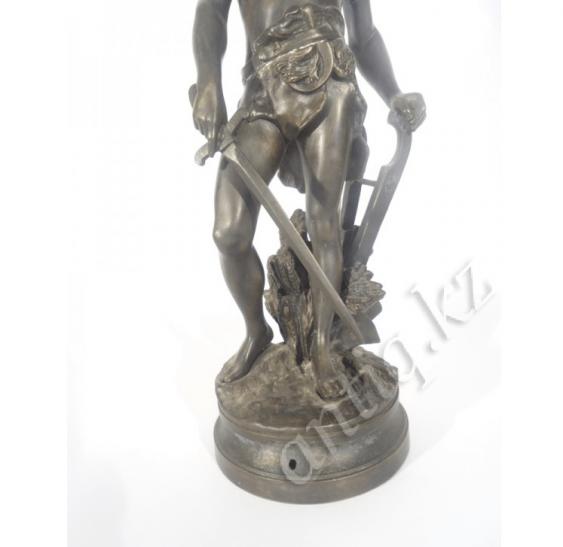 Bronze figure of a warrior - photo 3