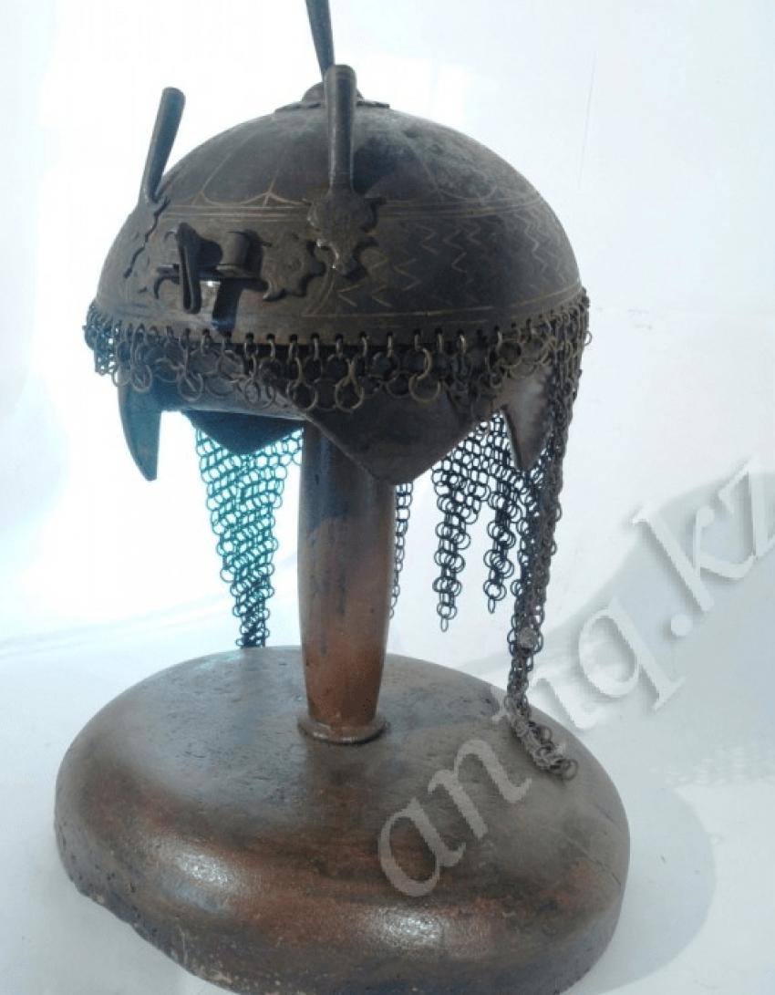 Helmet Persian warrior of the eighteenth century. - photo 1