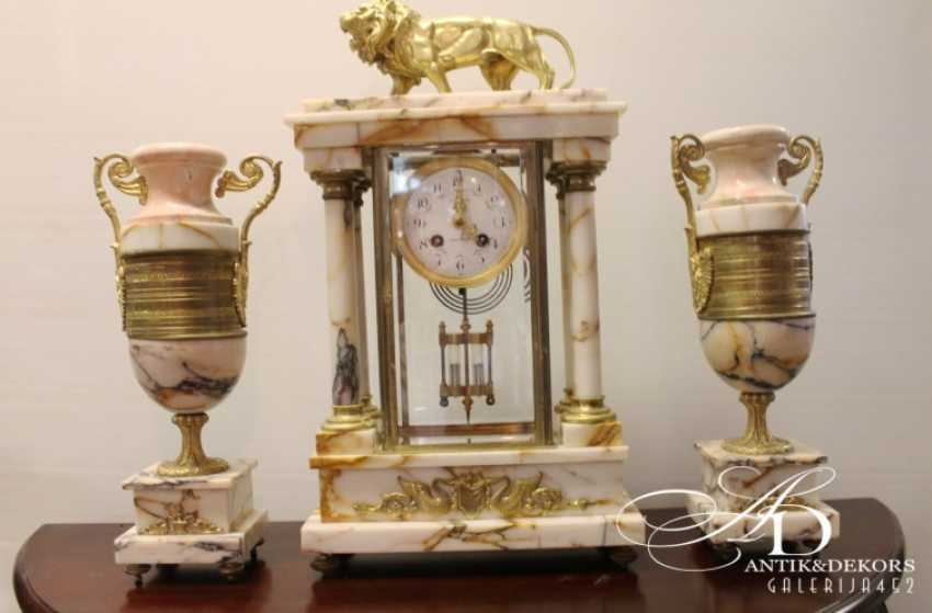 Mantel clock lion with cups - photo 1