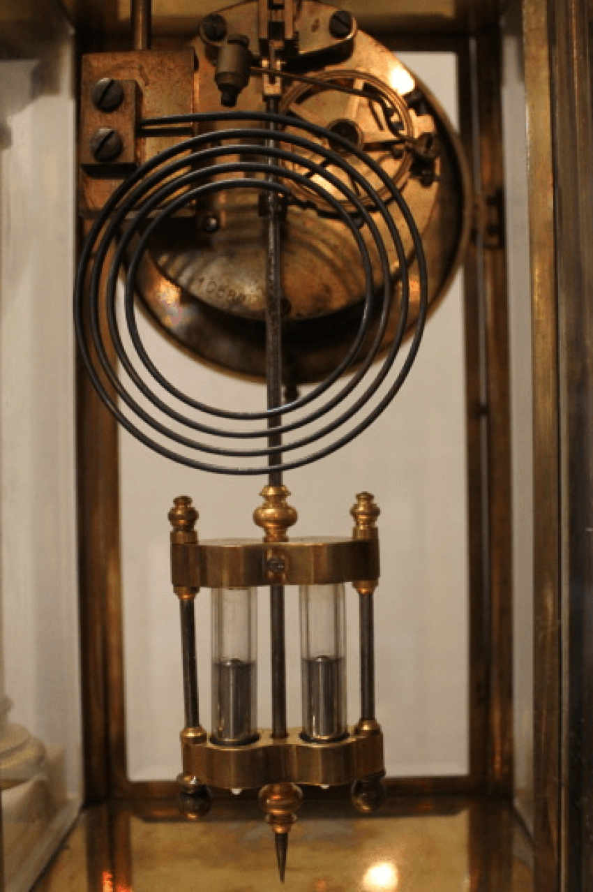 Mantel clock lion with cups - photo 3
