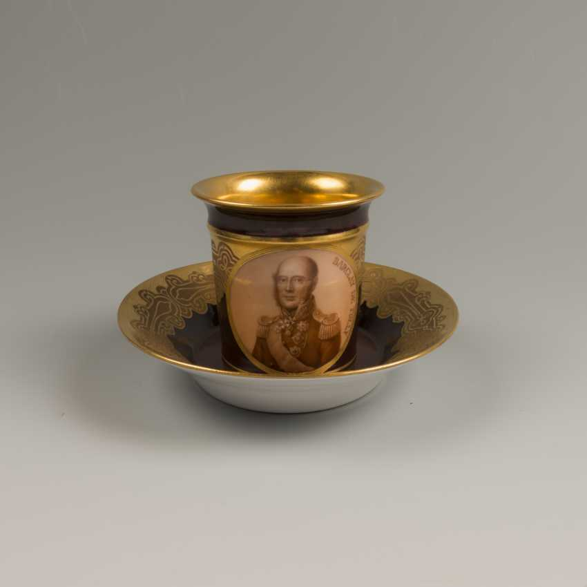 Decorative vase with the portrait of the Hero of the war of 1812, the year of Barclay De Tolly - photo 1