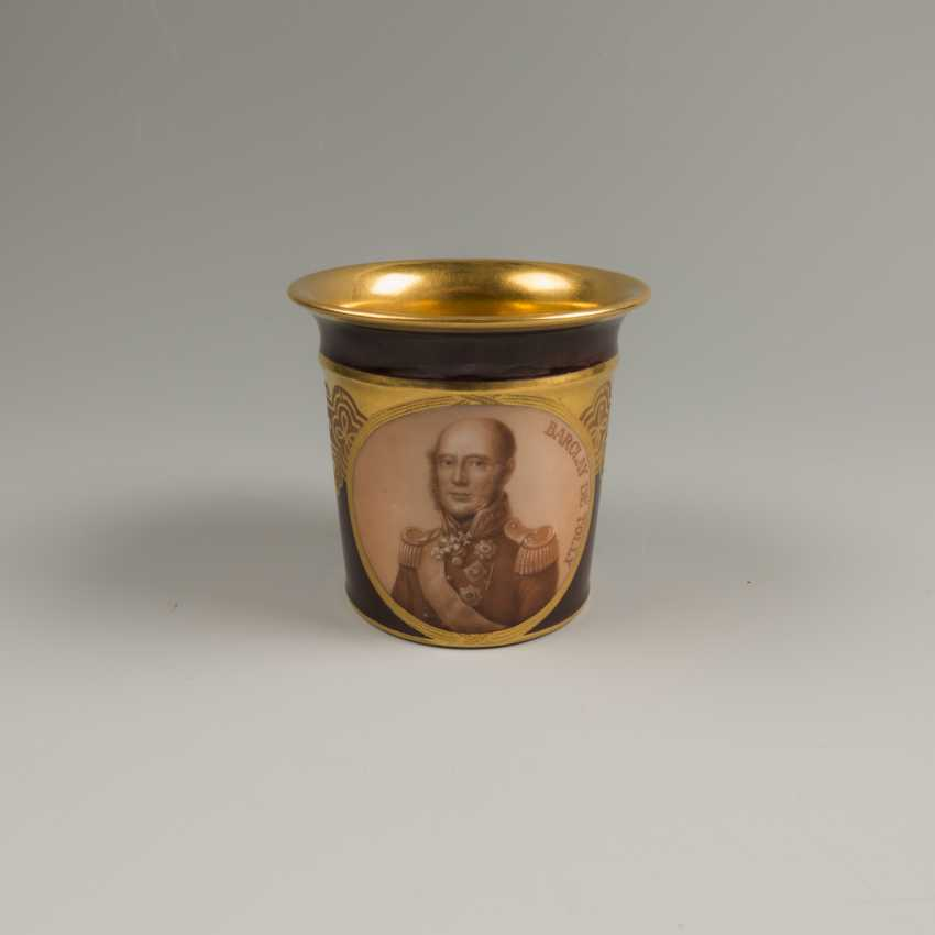 Decorative vase with the portrait of the Hero of the war of 1812, the year of Barclay De Tolly - photo 4