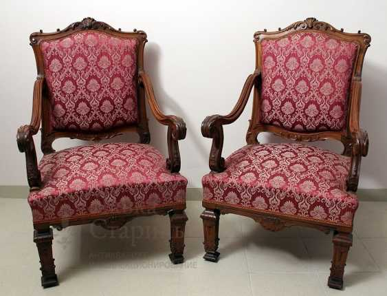 A set of chairs - photo 1