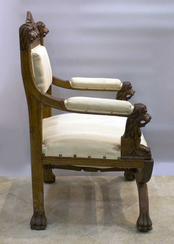 Antique chair with lions - photo 2