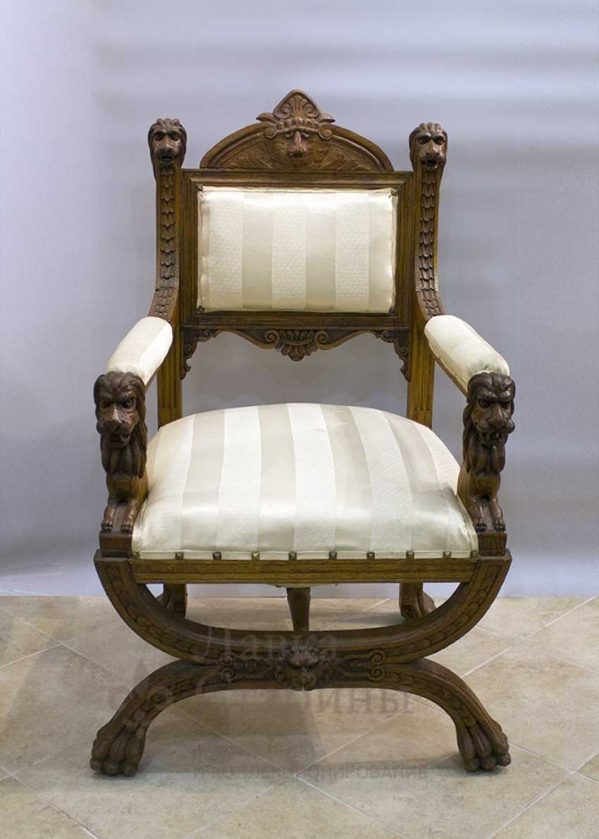 Antique chair with lions - photo 1