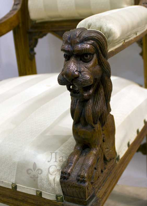 Antique chair with lions - photo 5