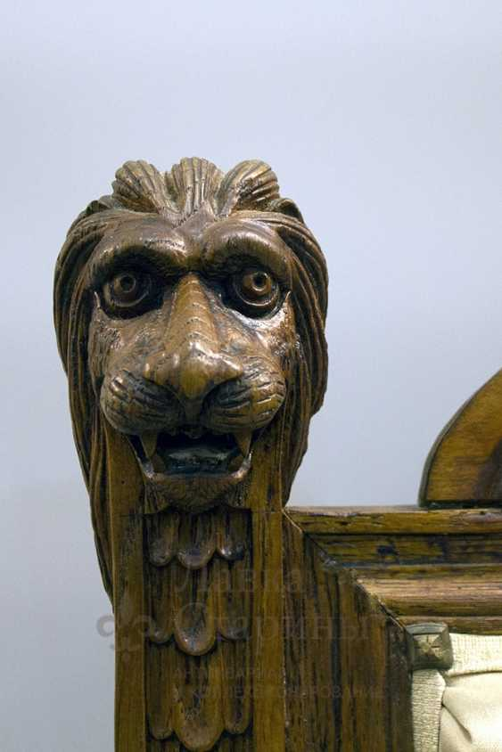 Antique chair with lions - photo 3