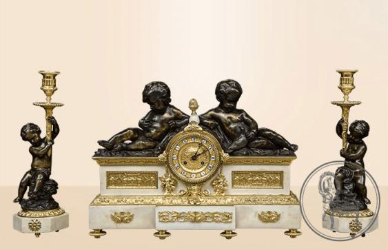 une horloge avec des candélabres (2 pièces) - photo 1