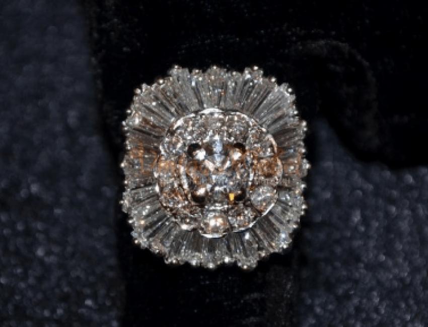 Vintage ring with diamonds - photo 1