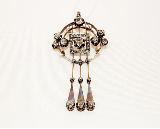 Brooch-pendant with diamonds - photo 1