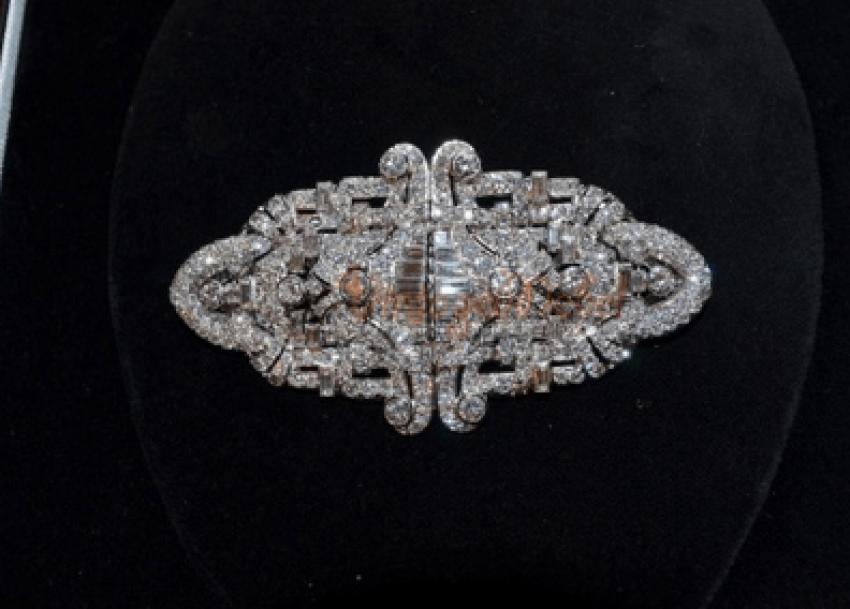 Vintage brooch with diamonds - photo 2