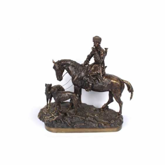 THE SCULPTURE'S RETURN FROM THE HUNT. RUSSIA, SAINT-PETERSBURG. ED. MOD. V. Y. GRACHEV. EXC. FACTORY K. F. VERFEL. A LATE 19th Century BRONZE. - photo 1