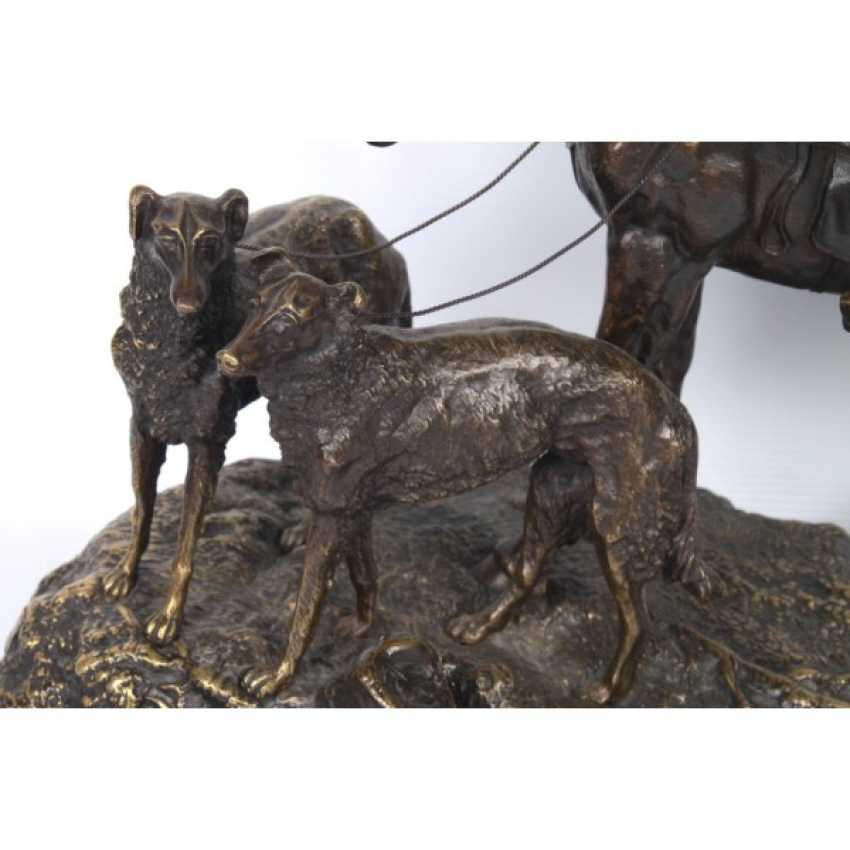 THE SCULPTURE'S RETURN FROM THE HUNT. RUSSIA, SAINT-PETERSBURG. ED. MOD. V. Y. GRACHEV. EXC. FACTORY K. F. VERFEL. A LATE 19th Century BRONZE. - photo 5