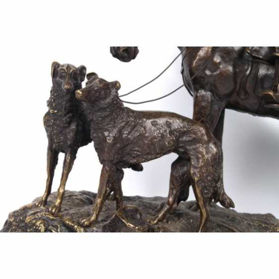 THE SCULPTURE'S RETURN FROM THE HUNT. RUSSIA, SAINT-PETERSBURG. ED. MOD. V. Y. GRACHEV. EXC. FACTORY K. F. VERFEL. A LATE 19th Century BRONZE. - photo 6