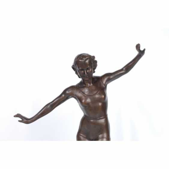 "THE SCULPTURE ""GIRL ON THE BOOM."" RUSSIA, MOSCOW, ED. MOD. E. A. YANSON-MANIZER, 1930. Z-D ""MONUMENTSKULPTURA"". BRONZE. - photo 3"