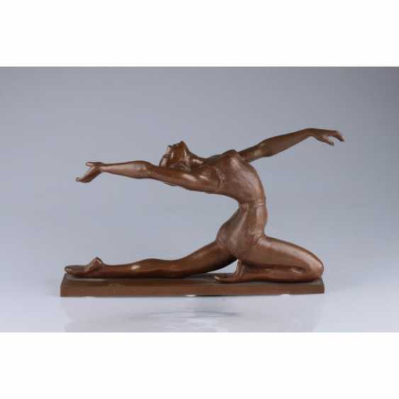 "THE SCULPTURE ""THE GYMNAST"". RUSSIA, MOSCOW, the AUTHOR is E. A. YANSON-MANIZER, 1930. BRONZE. - photo 1"