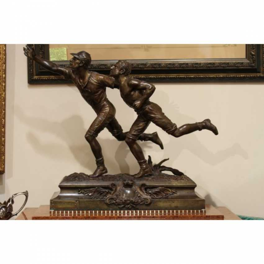 """THE SCULPTURE """"TWO RUNNERS"""". FRANCE. - photo 1"""