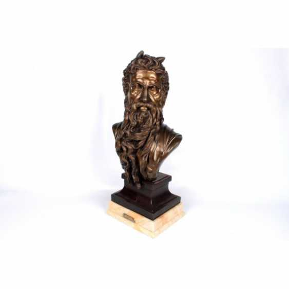 """THE SCULPTURE """"BUST OF MOSES."""" FRANCE, ED. MOD. MICHELANGELO, CASTING EARLY. 20th Century, BRONZE, STONE. - photo 2"""
