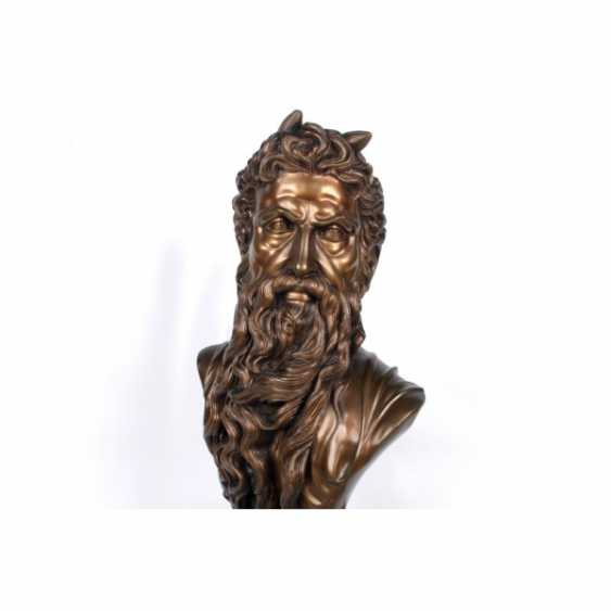 """THE SCULPTURE """"BUST OF MOSES."""" FRANCE, ED. MOD. MICHELANGELO, CASTING EARLY. 20th Century, BRONZE, STONE. - photo 5"""