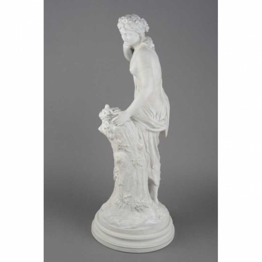 "THE SCULPTURE ""GIRL WITH BIRD NEST"". RUSSIA, IMPERIAL PORCELAIN FACTORY, MODEL AUGUST SPIES, CON. 19th Century - photo 2"