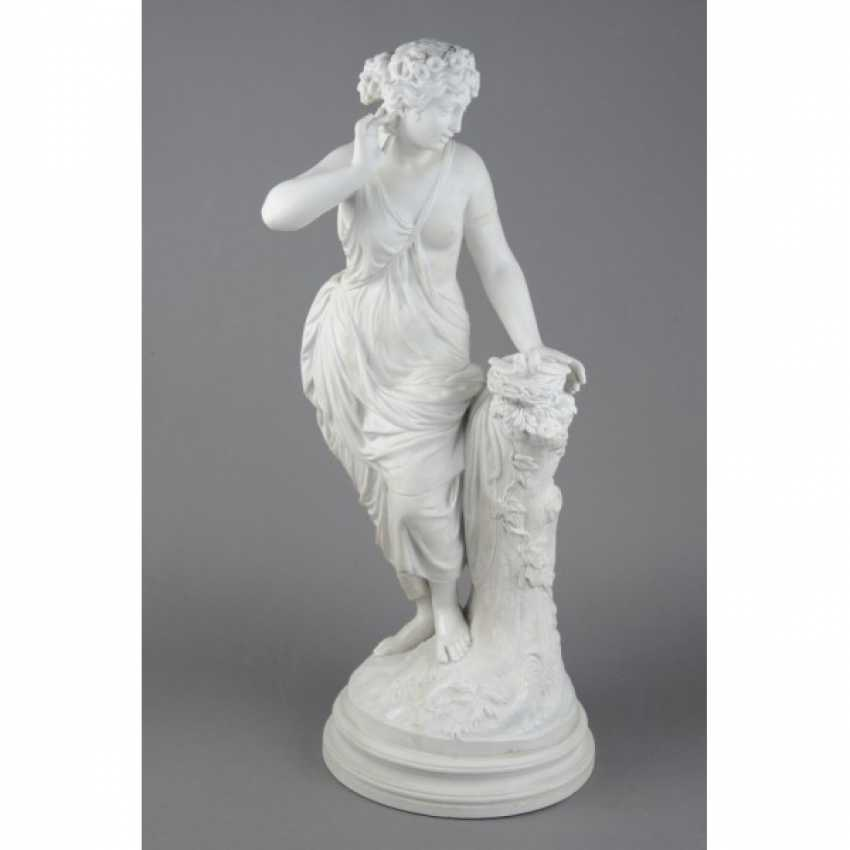 "THE SCULPTURE ""GIRL WITH BIRD NEST"". RUSSIA, IMPERIAL PORCELAIN FACTORY, MODEL AUGUST SPIES, CON. 19th Century - photo 1"