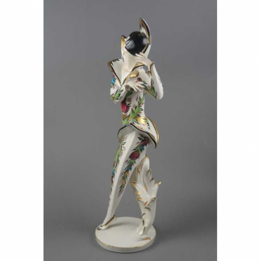 "THE STATUETTE ""BALLERINA CLOTILDE SAKHAROV IN THE COSTUME OF THE FIREBIRD"". GERMANY, SCHWARZBURGER. - photo 2"