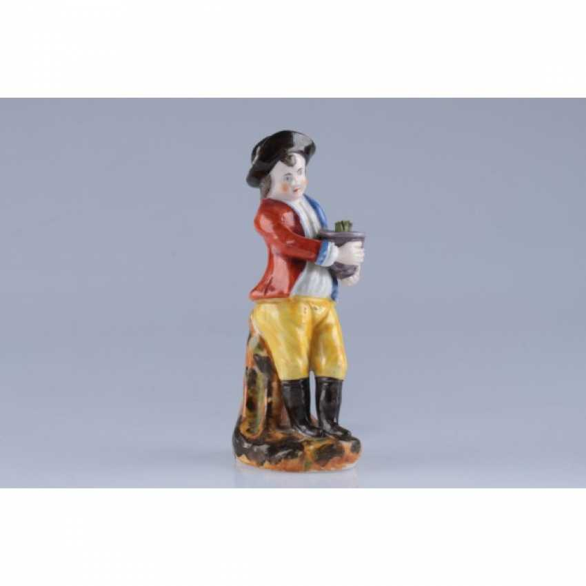 """STATUETTE """"BOY WITH A POT OF FLOWERS"""". RUSSIA. - photo 1"""