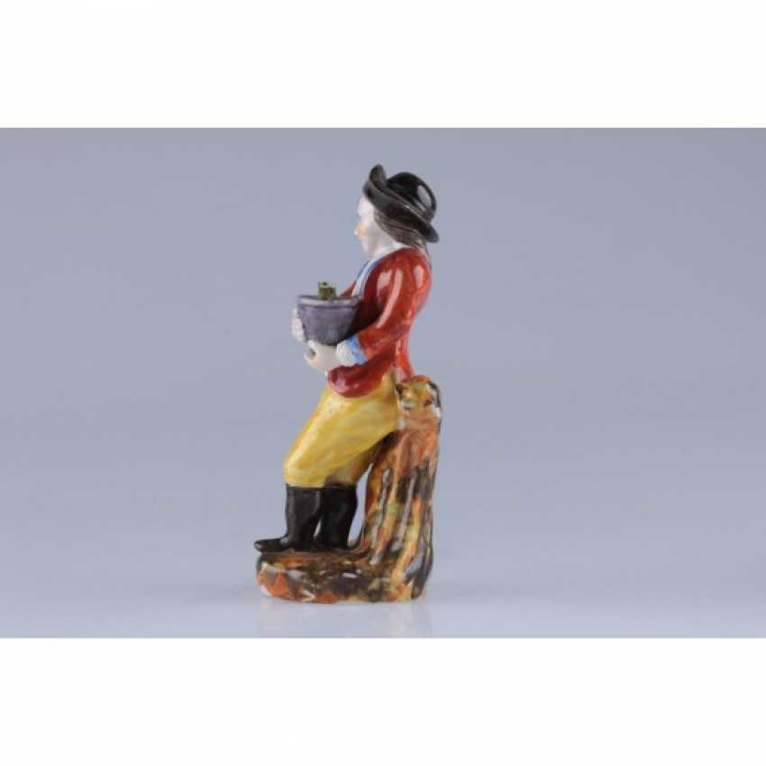 """STATUETTE """"BOY WITH A POT OF FLOWERS"""". RUSSIA. - photo 3"""