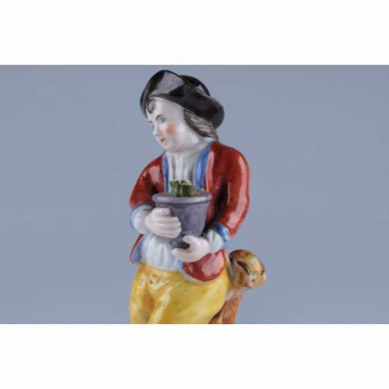 """STATUETTE """"BOY WITH A POT OF FLOWERS"""". RUSSIA. - photo 4"""