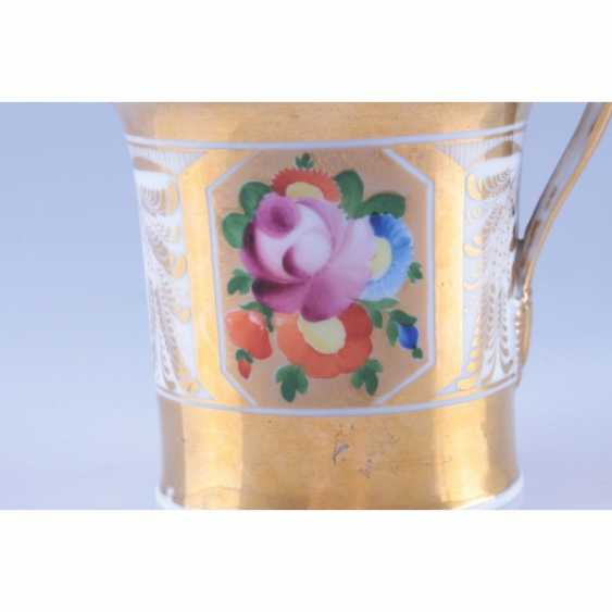 DECORATIVE VASE WITH PAINTED FLORAL DECORATION IN RESERVE. RUSSIA, GARDNER FACTORY. - photo 3