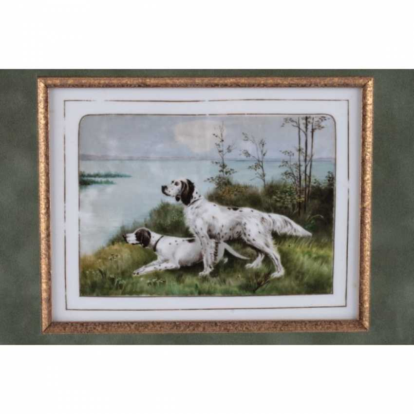 PLAST DEPICTING PAIR OF HOUNDS. GERMANY. - photo 2
