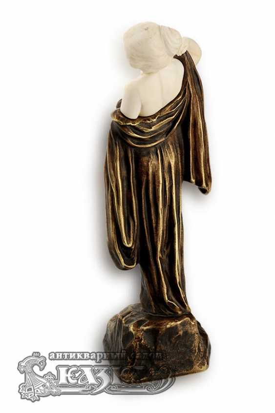"The statuette ""Girl with hands raised"" - photo 2"