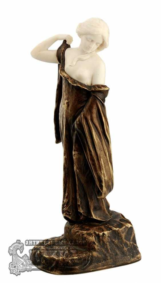 "The statuette ""Girl with hands raised"" - photo 1"