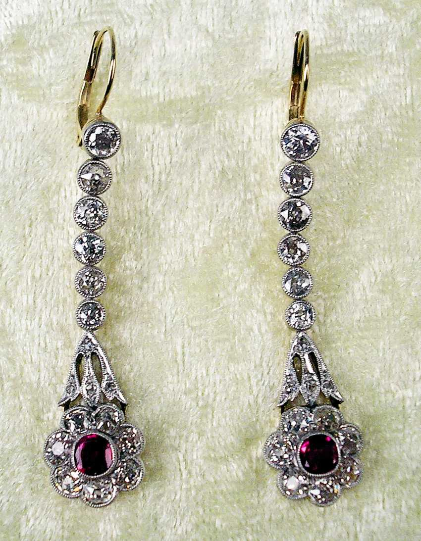 ART NOUVEAU DROP EARRINGS WITH NUMEROUS BRILLIANT-CUT DIAMONDS AND WITH A RUBY OCCUPIED - photo 2