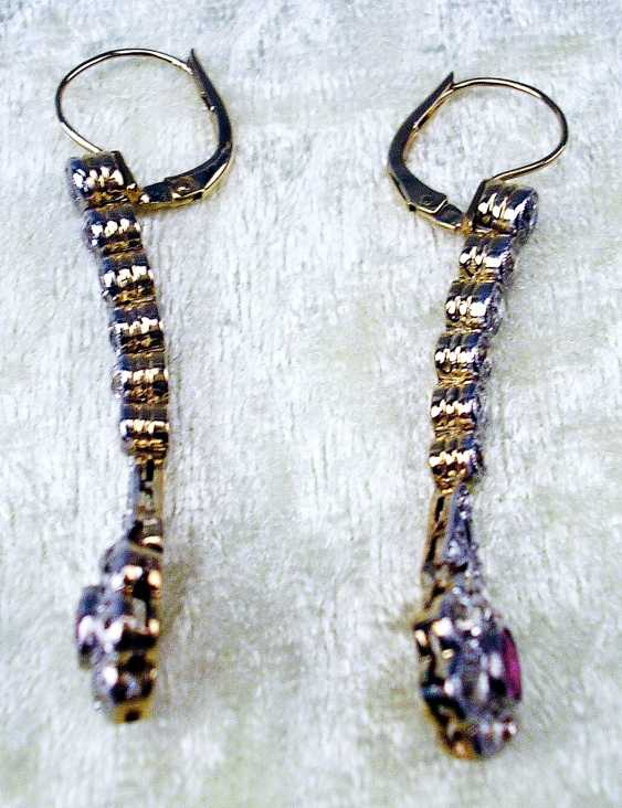 ART NOUVEAU DROP EARRINGS WITH NUMEROUS BRILLIANT-CUT DIAMONDS AND WITH A RUBY OCCUPIED - photo 3