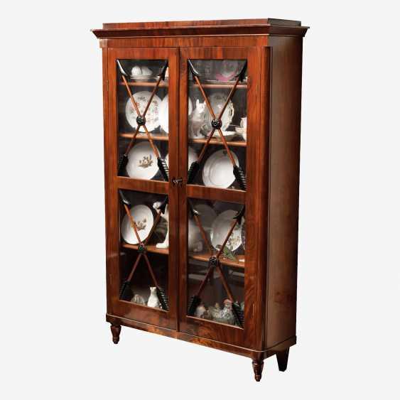 Книжный шкаф из красного дерева (XIX век) - фото 1