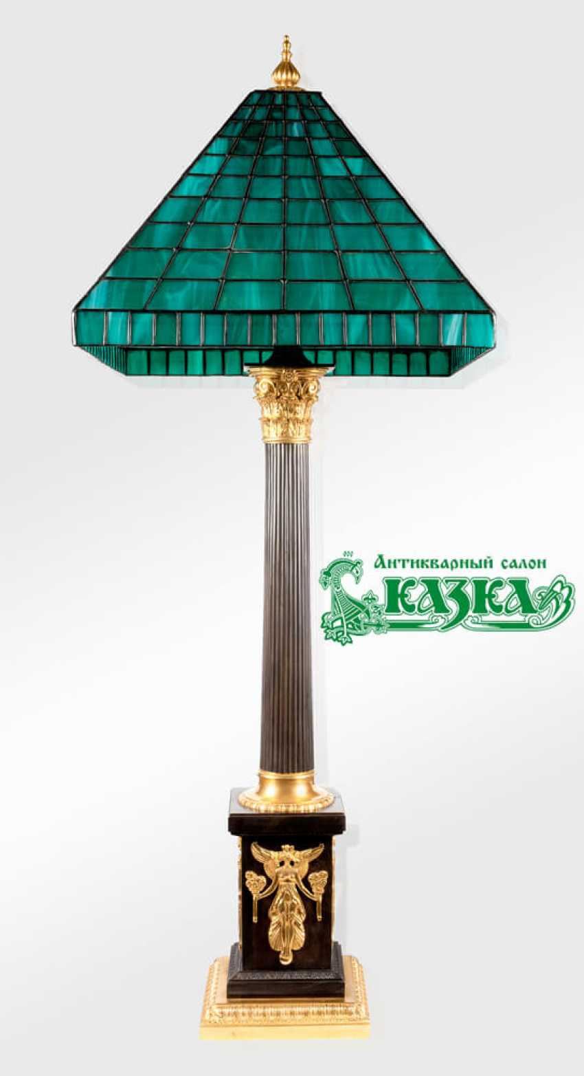Lamp in a classic style - photo 1
