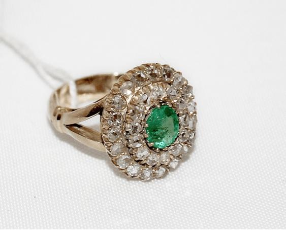 Кольцо с изумрудом и бриллиантами - фото 1