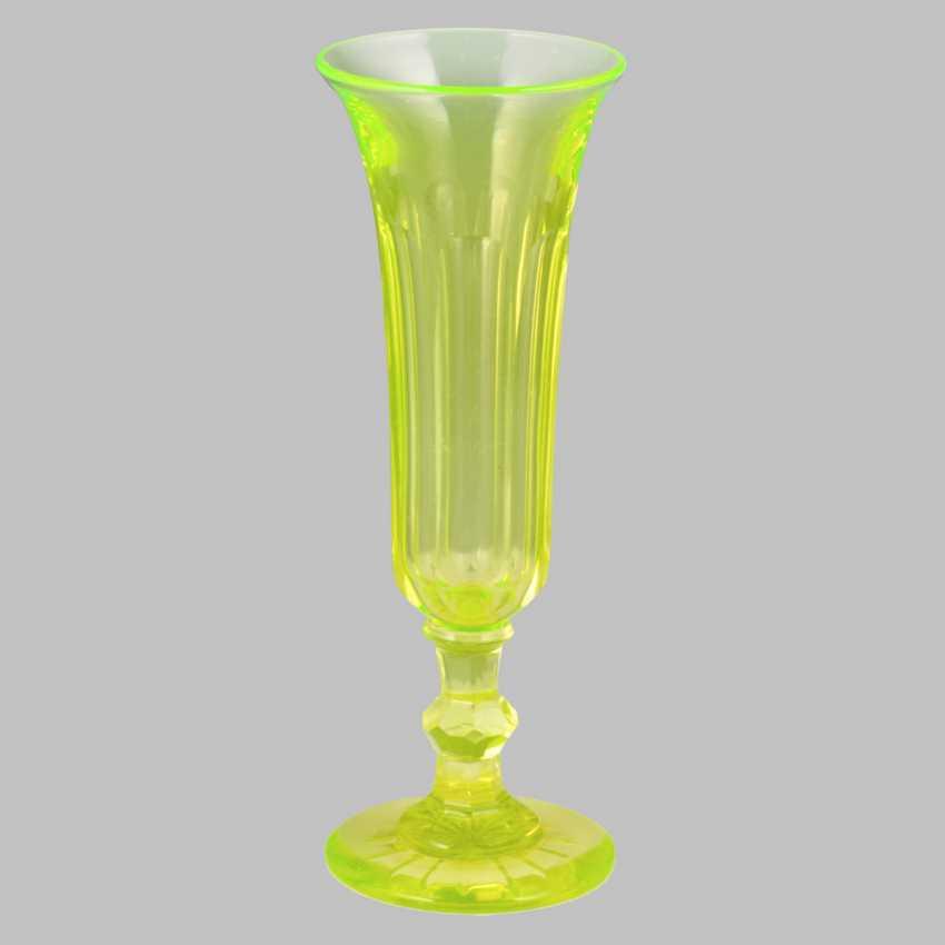 A set of uranium glass (10 glasses, 4 cups, 6 wine glasses) - photo 2