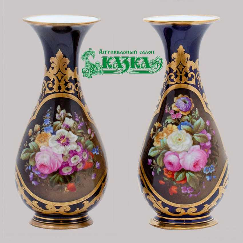 Vases pair of porcelain - photo 1