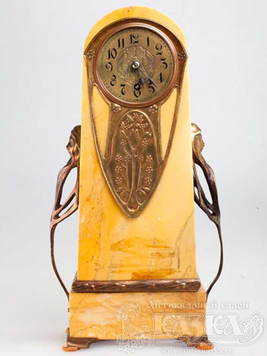 Mantel clock in bronze - photo 1