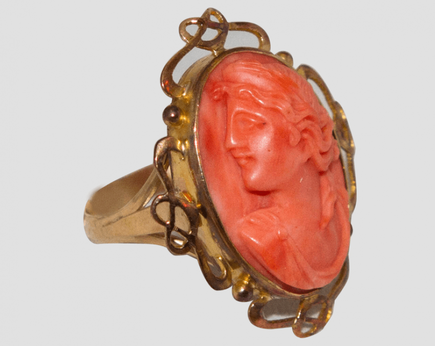 Ring - cameo with coral - photo 1