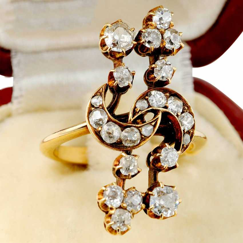 """Ring """"branch"""" of gold set with diamonds - photo 1"""